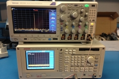 Checking the reference with a Tek MDO3024 with the onboard SA